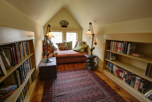 Cozy-Living-Spaces-with-Books (40)