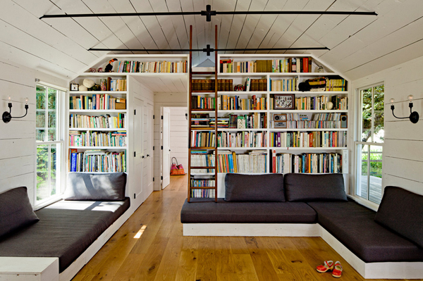 Cozy-Living-Spaces-with-Books (44)