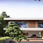 บ้านรีสอร์ทสไตล์โมเดิร์น ออกแบบรูปทรงทันสมัย เสริมกำแพงกระจกเพิ่มความปลอดโปร่ง
