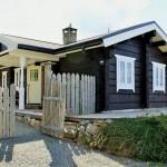 บ้านกระท่อมไม้ชนบท โทนสีดำภายนอก ตกแต่งภายในด้วยไม้สุดคลาสสิค