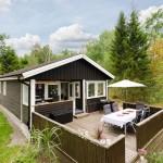 แบบบ้านไม้ทรงกระท่อมขนาดชั้นเดียว โดดเด่นที่ชานบ้านและบรรยากาศชนบท