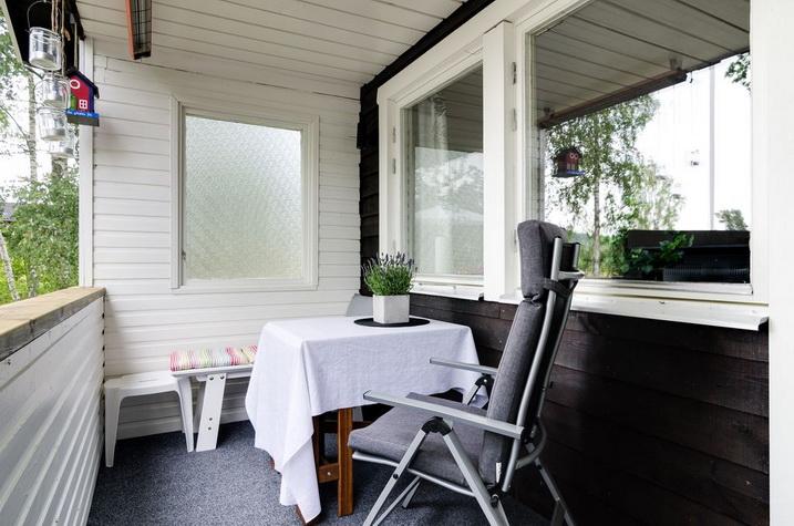 black wooden bungalow (19)