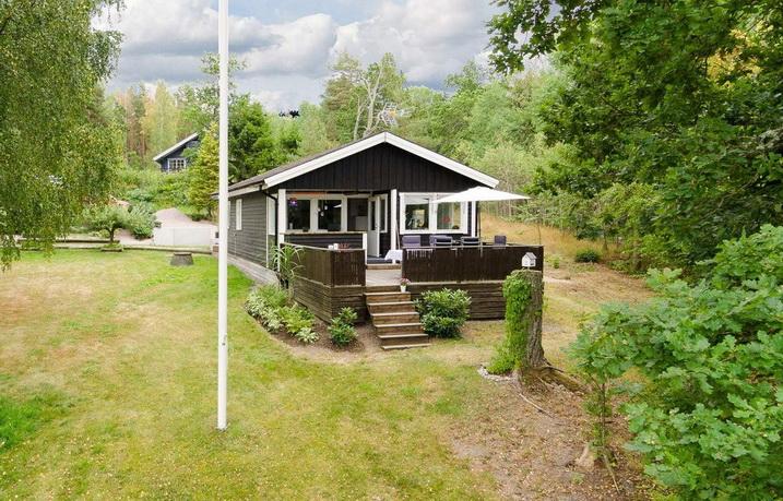 black wooden bungalow (2)