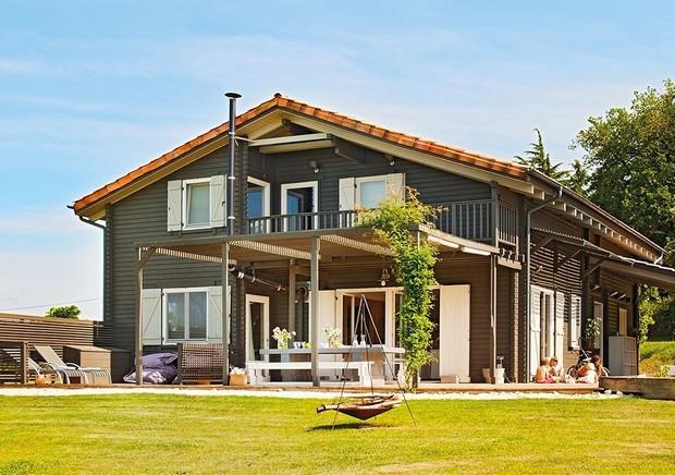 black-wooden-villa (1)