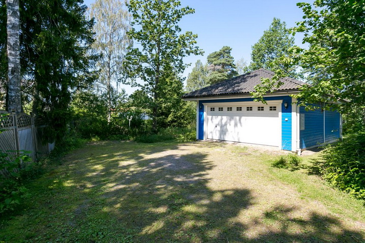 blue-classic-house-in-forest (26)