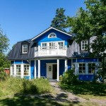 แบบบบ้านทรงคลาสสิค โทนสีสดใส ท่ามกลางบรรยากาศป่าไม้แสนร่มรื่น