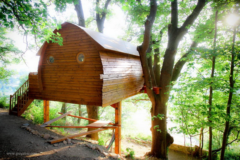 cabin-house-on-tree (5)
