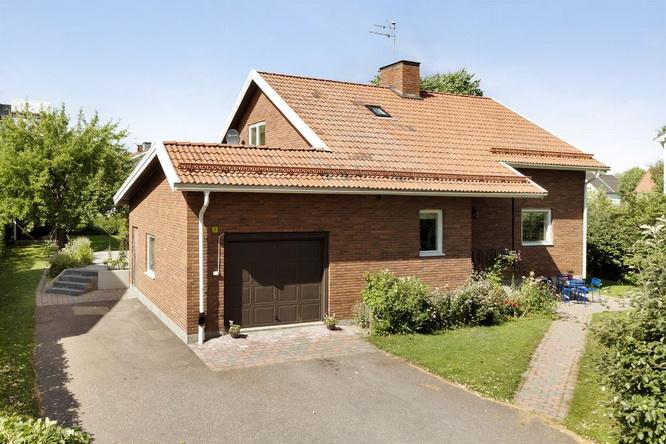 contemporary brick house with spacious interior (1)