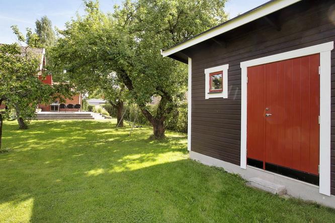 contemporary brick house with spacious interior (18)