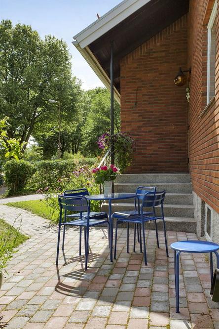contemporary brick house with spacious interior (19)