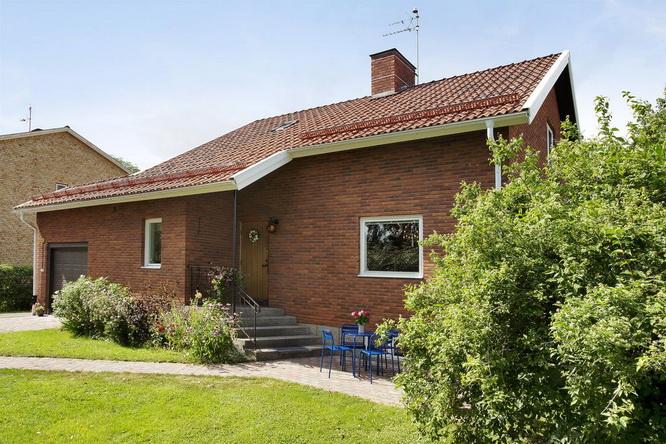 contemporary brick house with spacious interior (20)