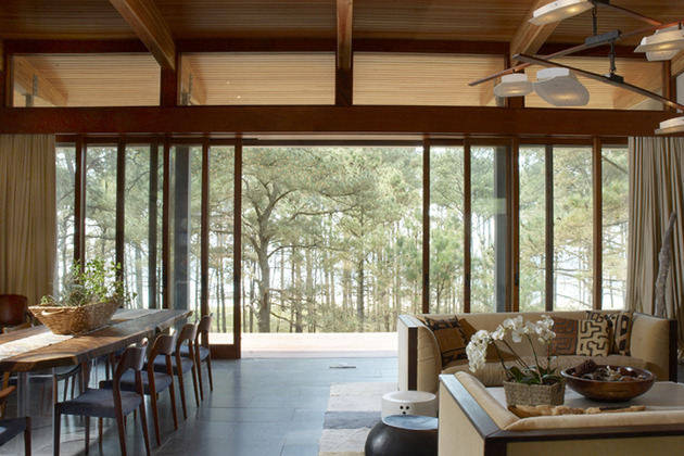 contemporary-forest-curved-roof-house (4)