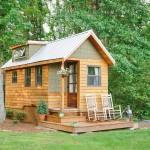 บ้านไม้ในฝันขนาดเล็กกะทัดรัด ลงตัวทั้งความอบอุ่นและความร่มรื่นของธรรมชาติ