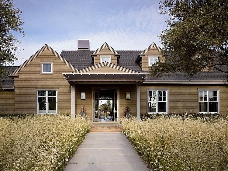 elegant-resort-with-vintage-exterior (1)