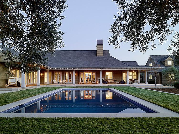 elegant-resort-with-vintage-exterior (23)