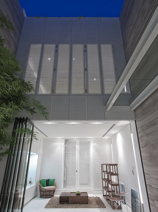 extreme-white-contemporary-town-house (14)