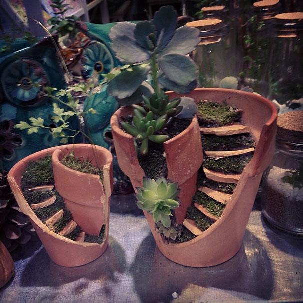 fairy-garden-in-a-broken-flowerpot (1)