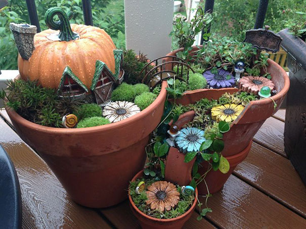 fairy-garden-in-a-broken-flowerpot (10)