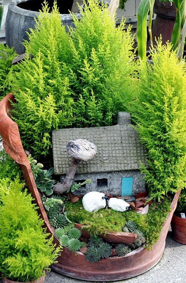 fairy-garden-in-a-broken-flowerpot (11)