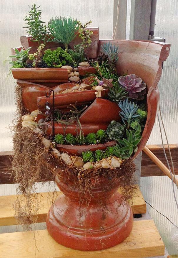 fairy-garden-in-a-broken-flowerpot (12)