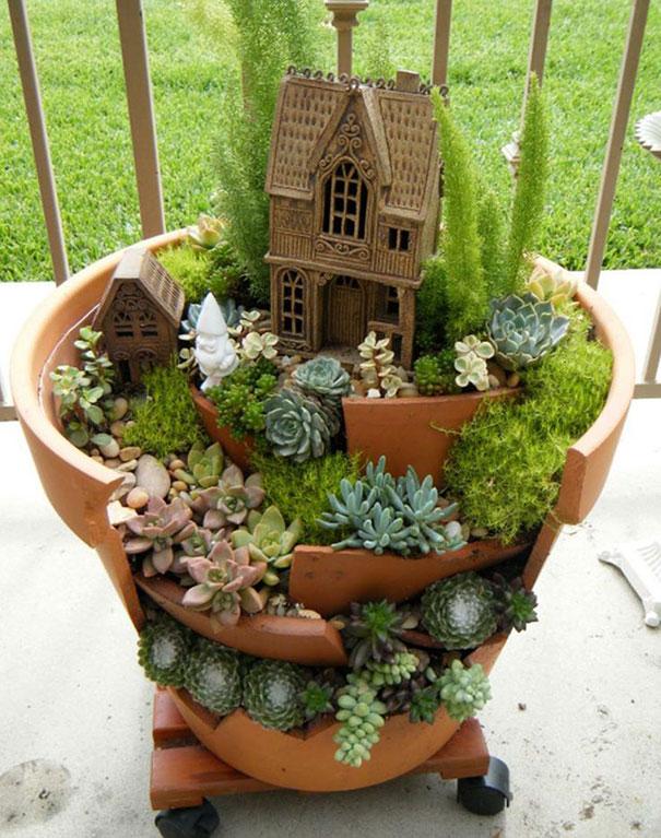 fairy-garden-in-a-broken-flowerpot (13)