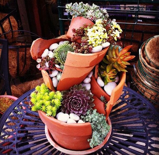 fairy-garden-in-a-broken-flowerpot (14)
