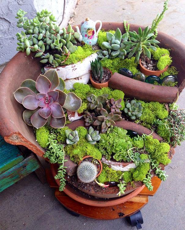 fairy-garden-in-a-broken-flowerpot (15)