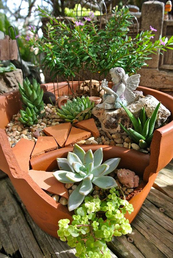 fairy-garden-in-a-broken-flowerpot (16)