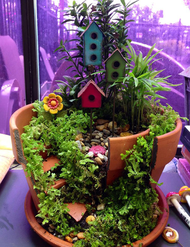 fairy-garden-in-a-broken-flowerpot (18)