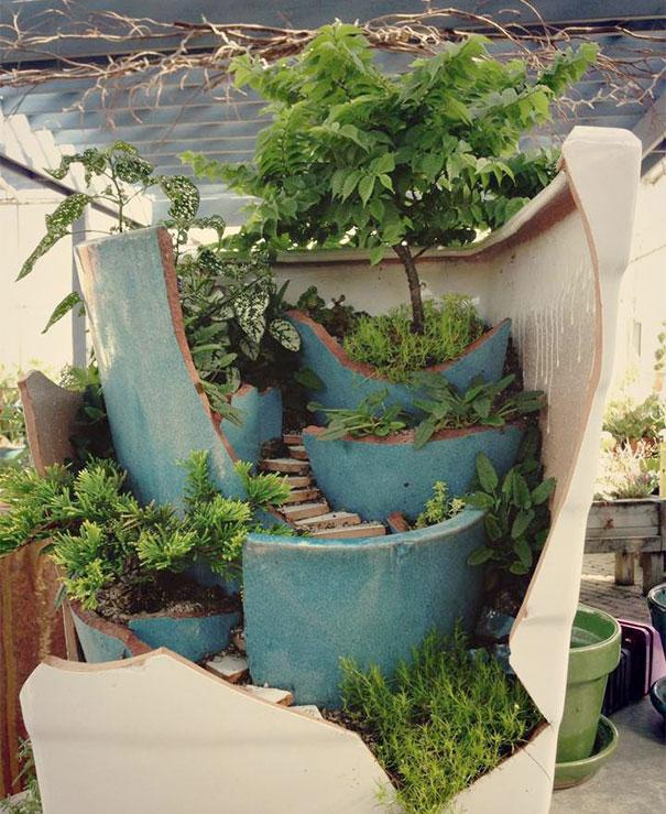 fairy-garden-in-a-broken-flowerpot (3)