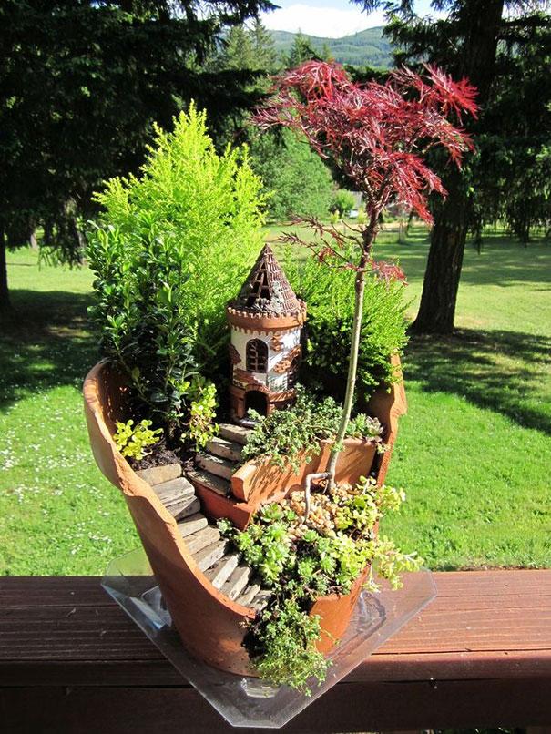 fairy-garden-in-a-broken-flowerpot (4)
