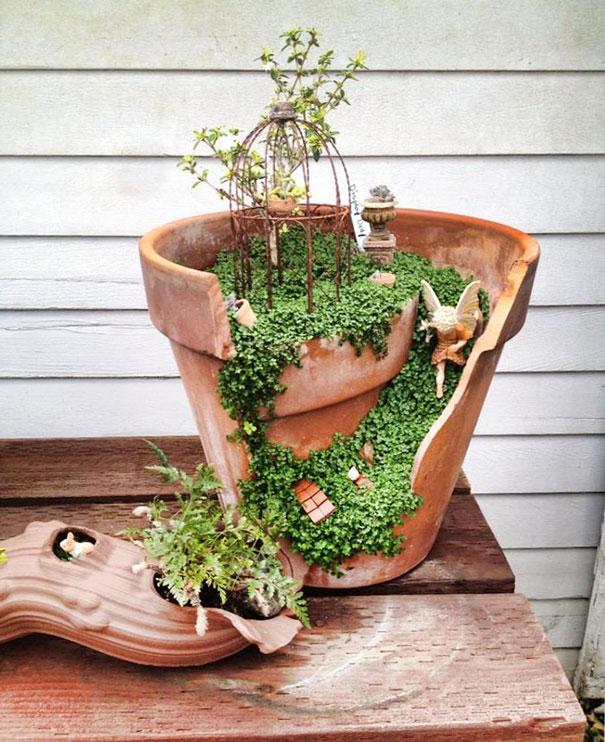 fairy-garden-in-a-broken-flowerpot (5)