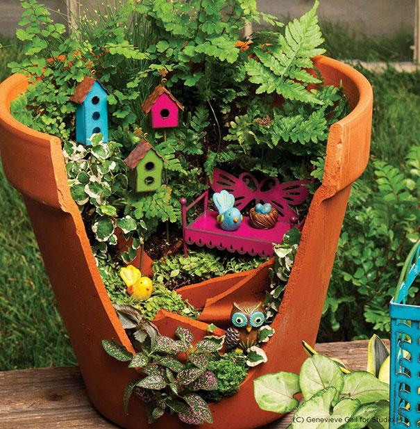 fairy-garden-in-a-broken-flowerpot (8)