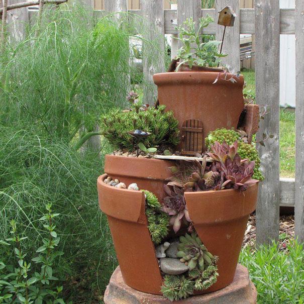 fairy-garden-in-a-broken-flowerpot (9)