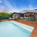 แบบบ้านรีสอร์ทแนวร่วมสมัย โดดเด่นที่ชานบ้านด้านหลัง พร้อมสระว่ายน้ำสุดหรู