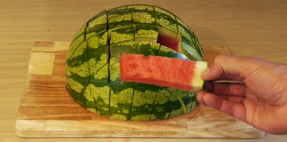 how to eat a watermelon (13)