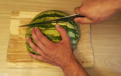 how to eat a watermelon (5)