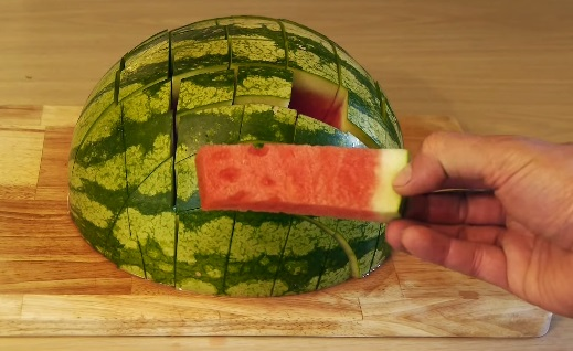 how to eat a watermelon (9)
