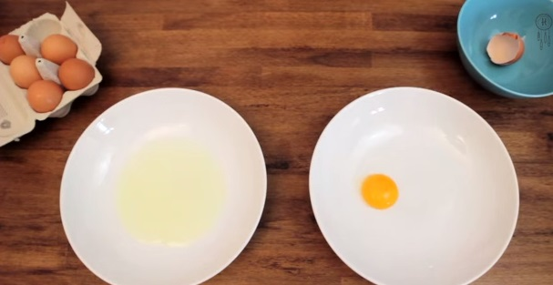 how-to-separate-egg-yolk (6)