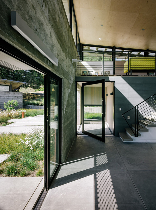 modern-butterfly-house-on-hill (13)