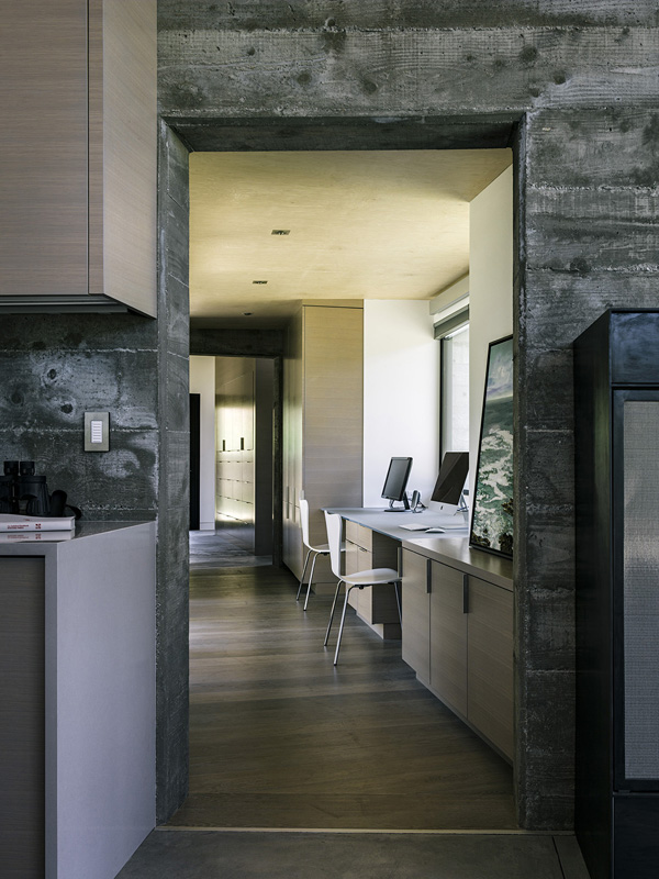 modern-butterfly-house-on-hill (17)
