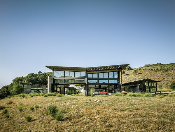 modern-butterfly-house-on-hill (3)