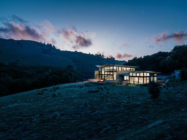 modern-butterfly-house-on-hill (30)