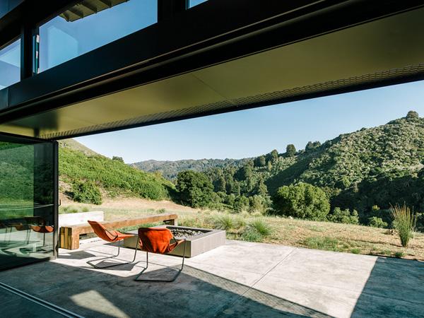 modern-butterfly-house-on-hill (9)