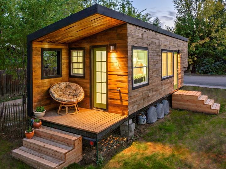 modern-compact-wooden-house (1)