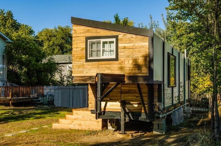 modern-compact-wooden-house (5)