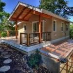 บ้านคอทเทจสไตล์โมเดิร์น ออกแบบอย่างลงตัวบนเนินเล็กๆ ร่มรื่นด้วยป่าไม้ที่รายล้อม