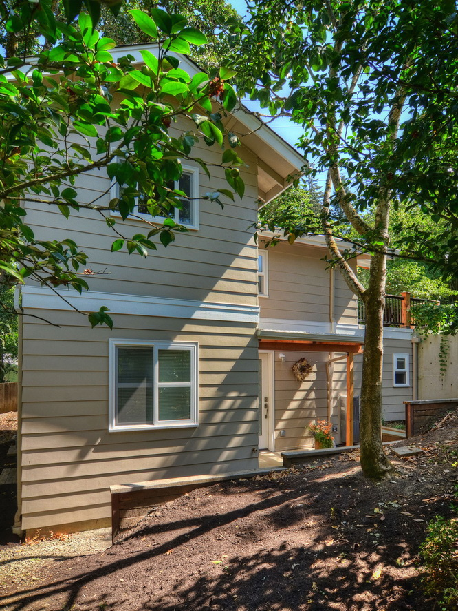 modern-cottage-on-small-hill-in-forest (3)