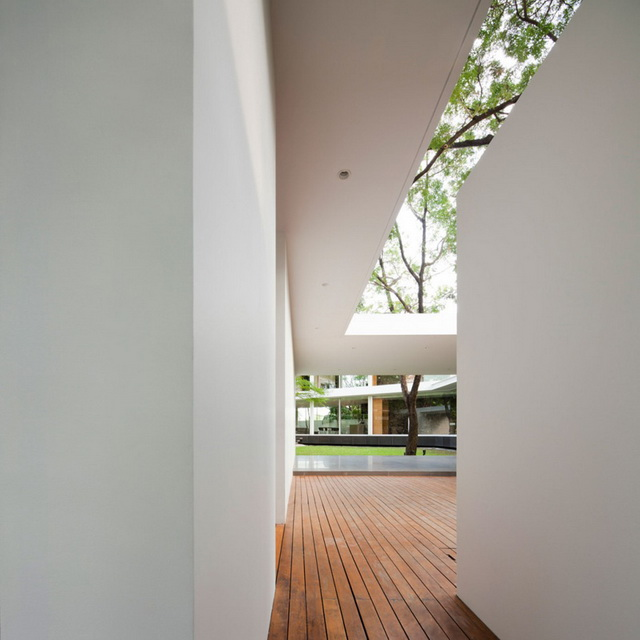 modern-glass-house-in-bkk (18)