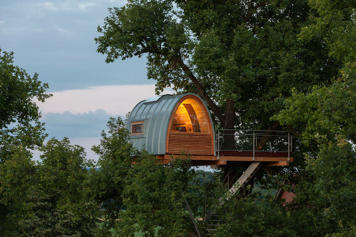 modern-tree-house-in-town (1)